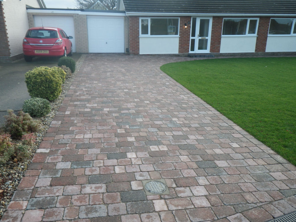 The Firs Norwich - driveway and bungalow